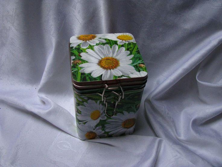 Plechová krabička s kopretinou