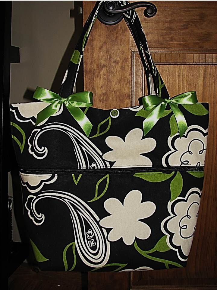 A free pdf pattern by Northern Girl to create a lovely expandable purse that is ideal for those travelling shopping trips.  Sew it up!