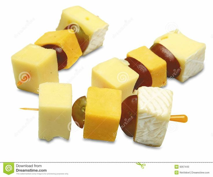 Pinchos com queijo e uva