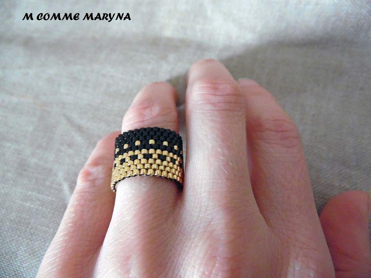 """Bague en perles Miyuki """"Noir et doré"""" tissée peyote Bohochic bohemian bohostyle. Taille de la bague 52-54 : Bague par m-comme-maryna"""