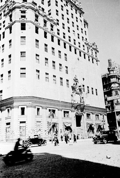 Edificio de la Telefónica en la Gran Vía madrileña durante la Guerra Civil. Archivo histórico del PCE.