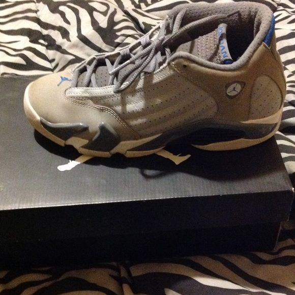 Jordan retro 14 Jordan retro 14 paint has chipped all little on sides but can be easily repaired Jordan Shoes