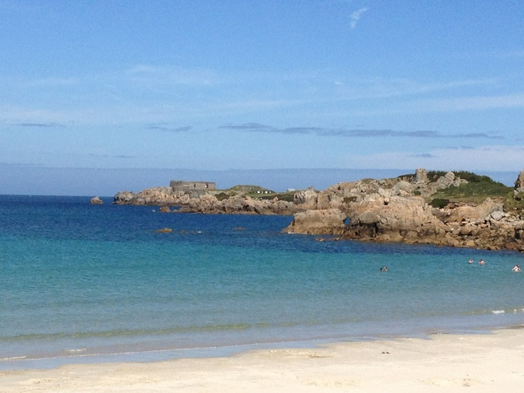 L'Ancresse Bay on a perfect day #LoveGuernsey (Submitted by @Henrollo via Twitter)