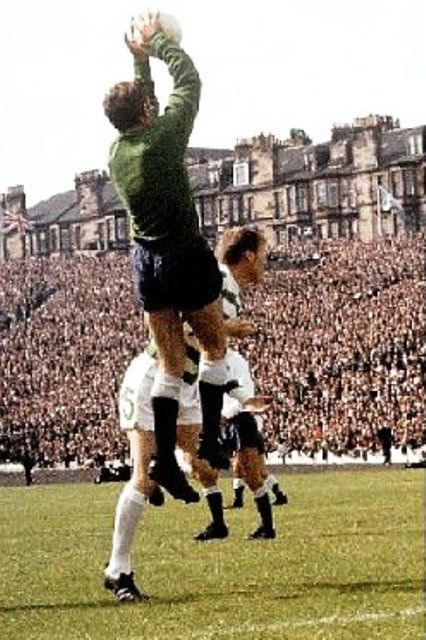 Pat Jennings saves from McNeill 1967