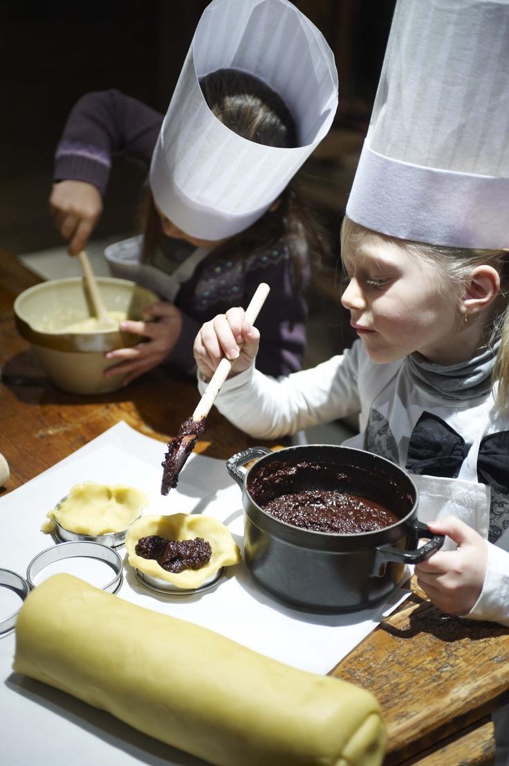 Les Fermes de Marie, Megève // Voici un atelier de cuisine au parfum délicieusement cacao ! - Time for cooking with some delicious chocolate! (photo by T. Shu)http://en.fermesdemarie.com/387-hameau-des-enfants.htm http://www.tristanshu.com/portfolios/photo-architecture-interiors-interieurs/