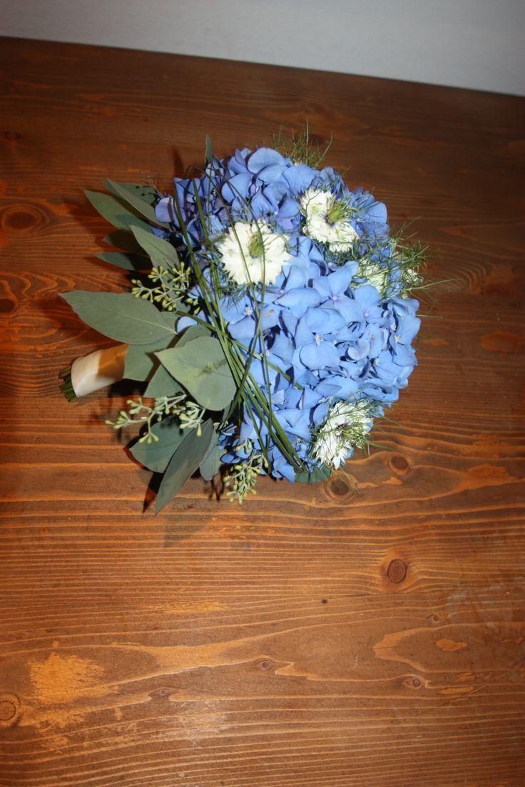 """Hortensien-Brautstrauß - weiß-blau muss nicht immer """"krachert"""" sein - Bavarian wedding bouquet white and blue hydrangeas"""