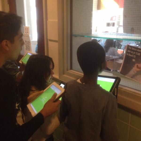 @GetKahoot continues to amaze me. Kids in front of the window because they want to join another class' test. pic.twitter.com/fMdhaByL21