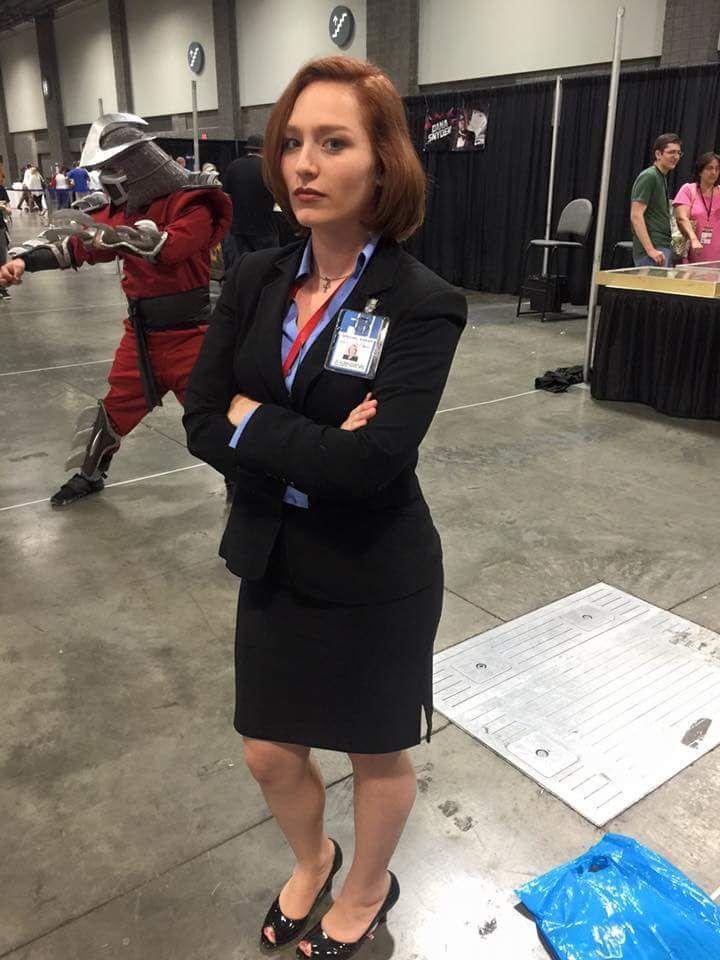 Spent my day as Dana Scully escorting the Shredder. - Imgur