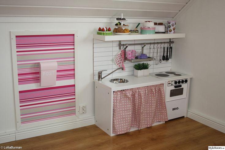 barnrum,flicka,rosa,barnkök,bombadill,bruka,relingstång,kitchenboard,älvsbyhus