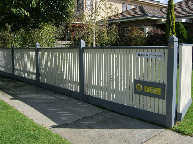 Flat top picket fence, capping, 1 collar per post + Tulip motif..JPG 640×480 pixels