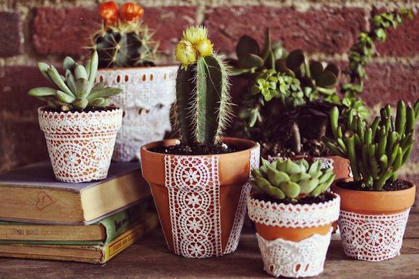 Pretty Lace Flower Pots DIY