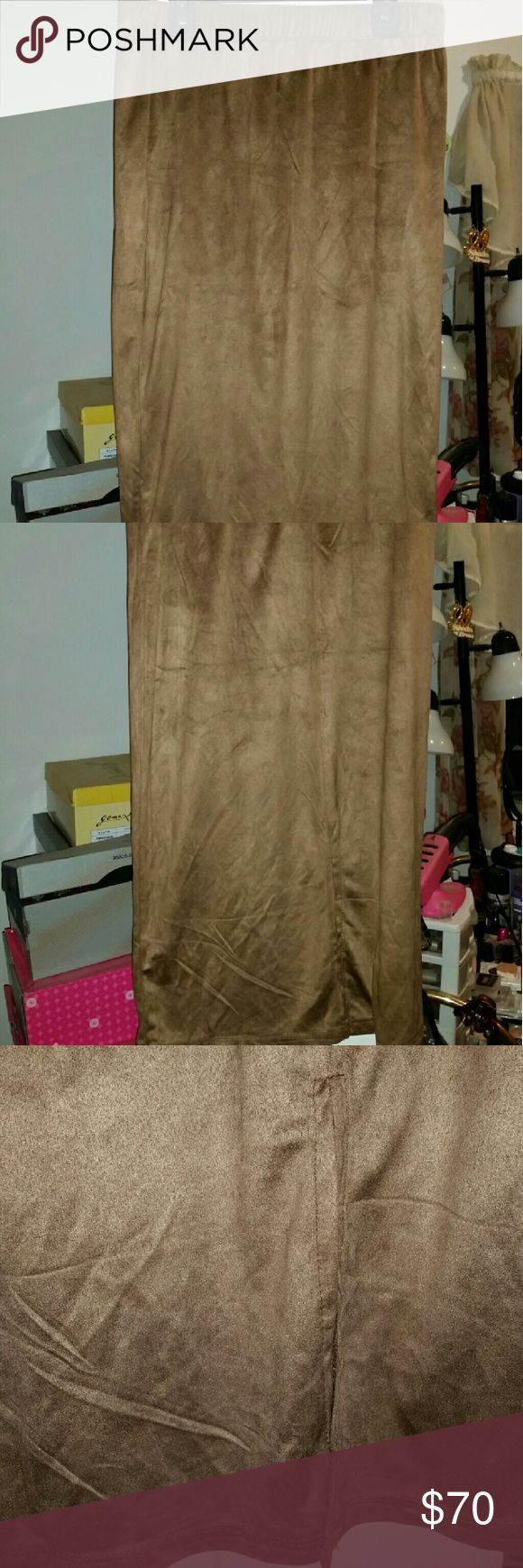 """100% AUTHENTIC BY LILLY GILACHI WANT MY LOOK SKIRT *100% AUTHENTIC SUEDE MIDI PENCIL SKIRT *BY: LILLY GILACHI OF SHAHS OF SUNSET *BRAND: WANT MY LOOK *COLOR: TOBACCO *STYLE: #505732 *SZ: LARGE *SUEDE  *MEASUREMENTS: -WAIST: 14"""" -LENGTH: 29""""(TOP OF WAIST TO BOTTOM) -SLIT: 8""""  *ABSOLUTELY STUNNING *GORGEOUS SKIRT Want My Look Skirts Midi"""