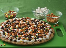 Thanksgiving Cookie Pizza~ This dessert is so easy to prepare with Pillsbury® Create 'n Bake™ cookies.