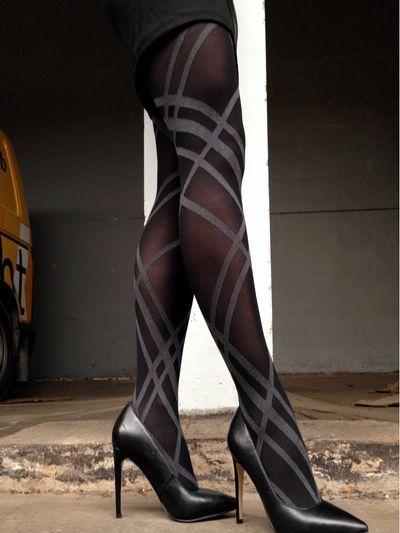 MARIANNE | Sydney Stripes 80 panty De Sydney Stripes panty van Marianne is zo'n typische fashionpanty, die echt iets doet voor je outfit en voor je benen! De zachte, 80 denier dikke stretchstof houdt ze sowieso al lekker warm, maar door de diagonale, grijze strepen geef je elke outfit ook een speels accent zonder schreeuwerig over te komen.
