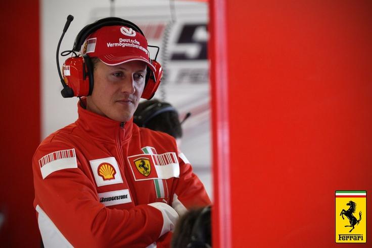 12.2000'li yıllara gelindiğinde Ferrari sadece otomobil dünyasındaki avangard misyonuyla konuşulmuyor, aynı zamanda Formula 1'deki Scuderia Ferrari takımının başarısıyla da Dünyaya kendisini duyurdu. Elbetteki bu başarıyı iyi bir Ferrari pilotuyla Michael Schumacher'la elde etti. Schumacher, 2000- 2004 yılları arasında Ferrari takımını şampiyon ederek Ferrari'yi zirvelere kadar çıkarmıştı o dönemlerde.