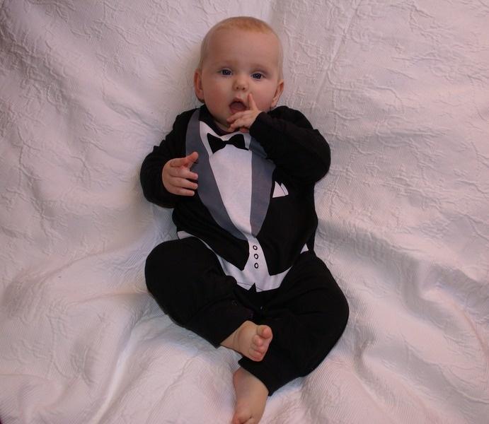 Baby Smoking Body  ❤Versand fertig❤    Verfügbare Grössen:  0-6M  6-12M  12-15M (Ausverkauft)  15-20M (Ausverkauft in schwarz, weiss noch einer erh...
