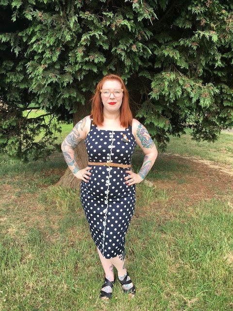 Blogged// Put a wiggle in your walk! Reviewing the Dixie Dot wiggle dress by @joanieclothing over on my blog www.luluslittlewonderland.com