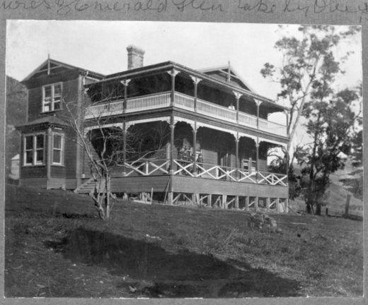 Emerald Glen homestead, Paekakariki - Alexander Turnbull Library