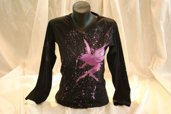 Hand painted women's t shirt. I use non-toxic, water based, permanent fabric colors. A pixie fairy on a splatter background.
