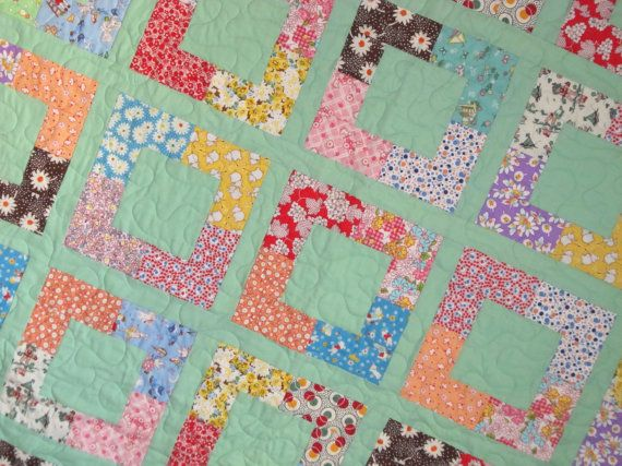 Beautiful vintage quilt, mint solid background-- love the quilt block