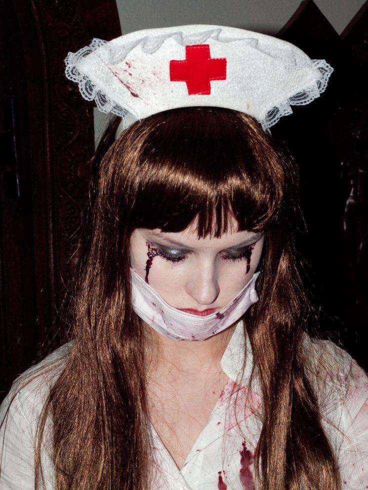 Finde deinen Halloween Look auf perfekt-schminken.de
