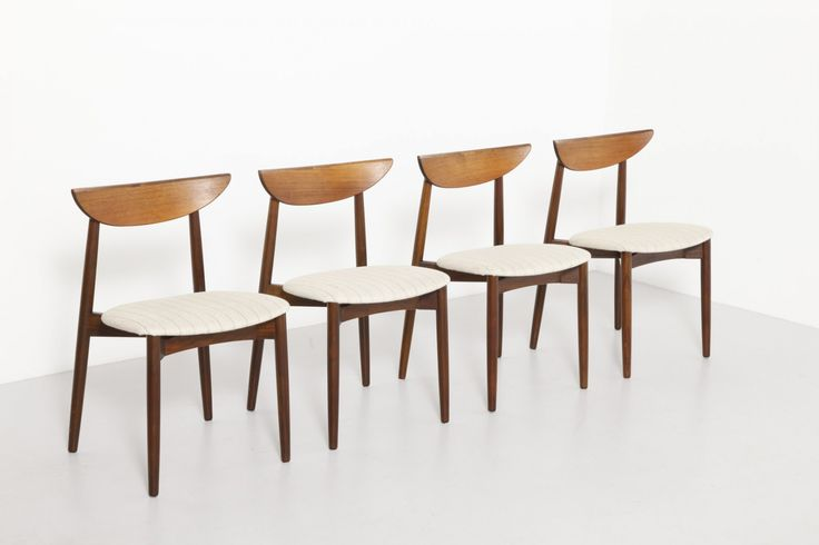 This set of four dining chairs was designed by Harry Østergaard for A/S Randers Møbelfabrik. The chairs feature a rosewood frame, with a semi-circle back rest, and white striped upholstery. The set is in a good vintage condition.