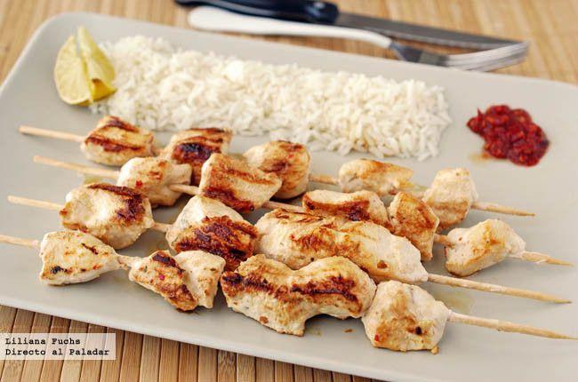 Brochetas de pollo marinado con yogur y harissa