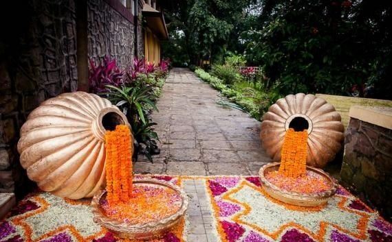 Soma Sengupta Indian Bridal Decoration- So Beautiful an Entry!