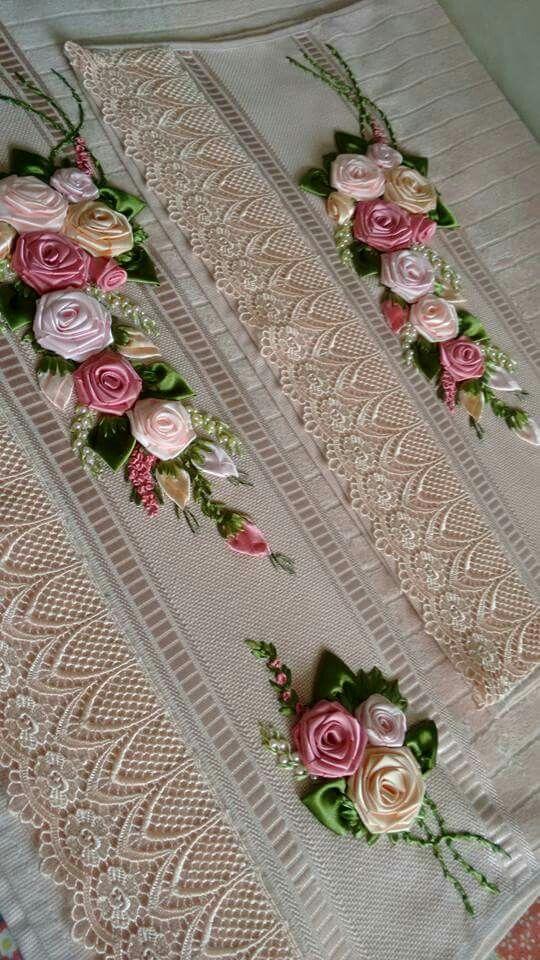 Toalhas bordadas com flores de fita