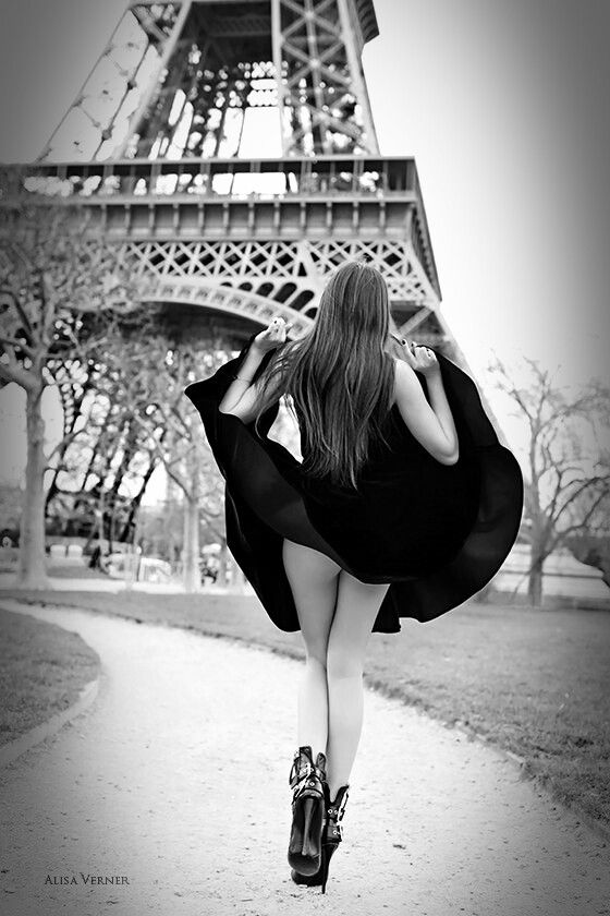 sexy naked girl at eiffel tower