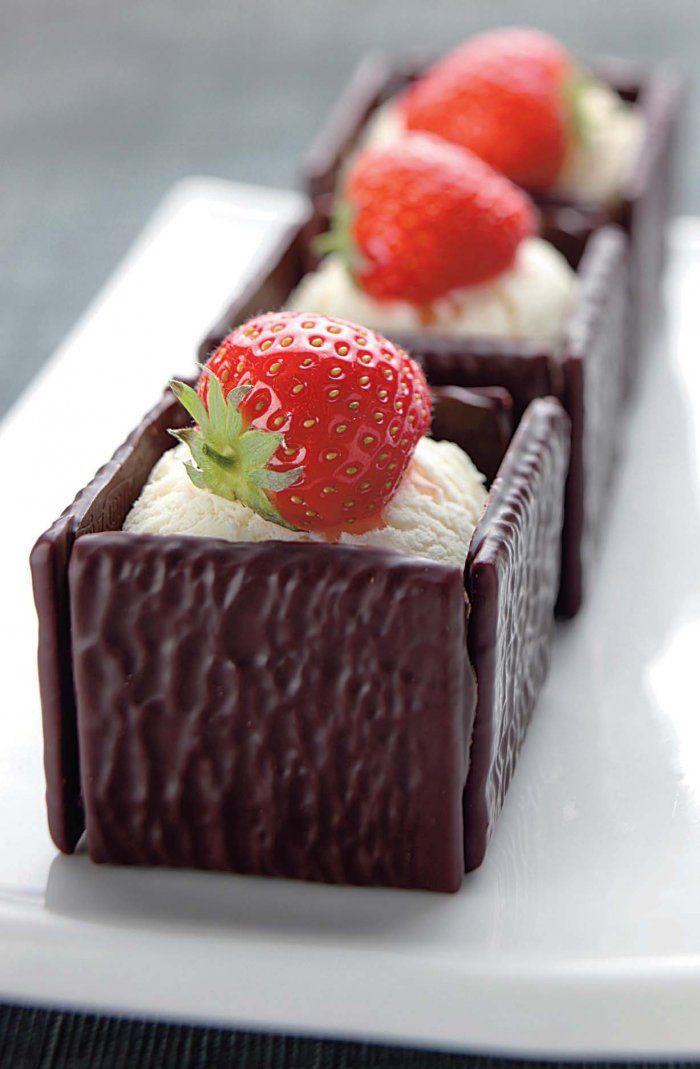 Cubes d'After Eight à la glace vanille et fraises