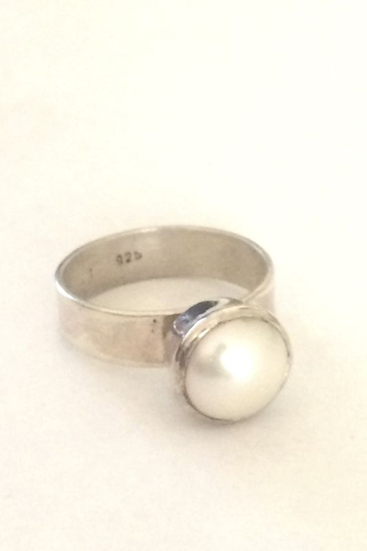 At Becstern, you can #buyonlinepearlringaustralia for women at reasonnable prices.