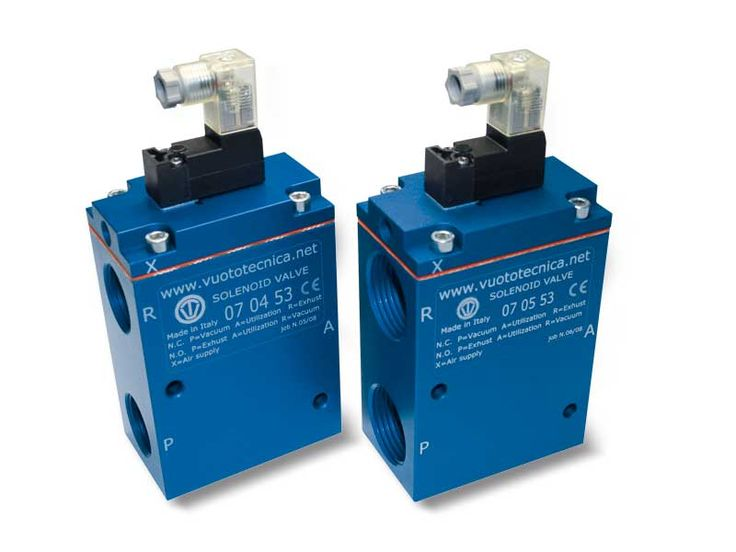 Servo-controlled 3-way vacuum solenoid valves with bistable impulse solenoid pilot valve and with low absorption electric coil