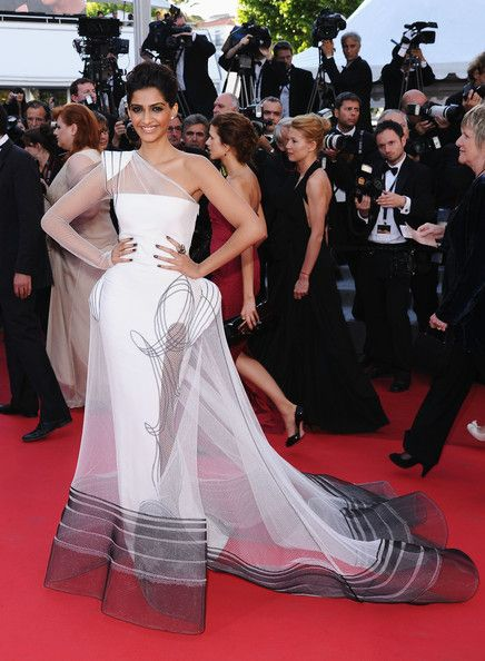 Sonam Kapoor in Jean Paul Gaultier at the 2011 Cannes Film Festival    kThis post has 30 notes   tThis was posted 10 hours ago  zThis has been tagged with Jean Paul Gaultier, sonam kapoor, fashion, cannes, red carpet, jpg,   Rhttp://phe-nomenal.tumblr.com
