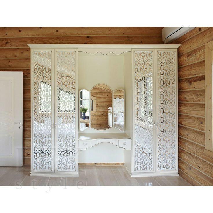 Белый зеркальный шкаф со сквозной фрезеровкой и туалетным столикна заказ от производителя по индивидуальным размерам в Москве