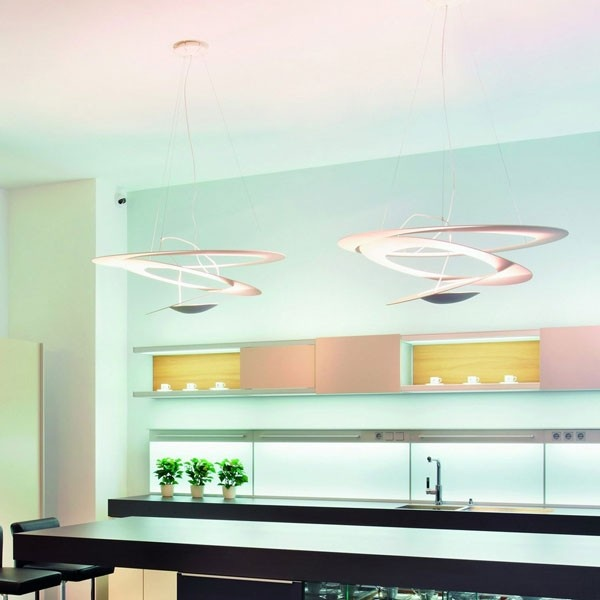 Colours in the kitchen + Artemide Pirce lamp
