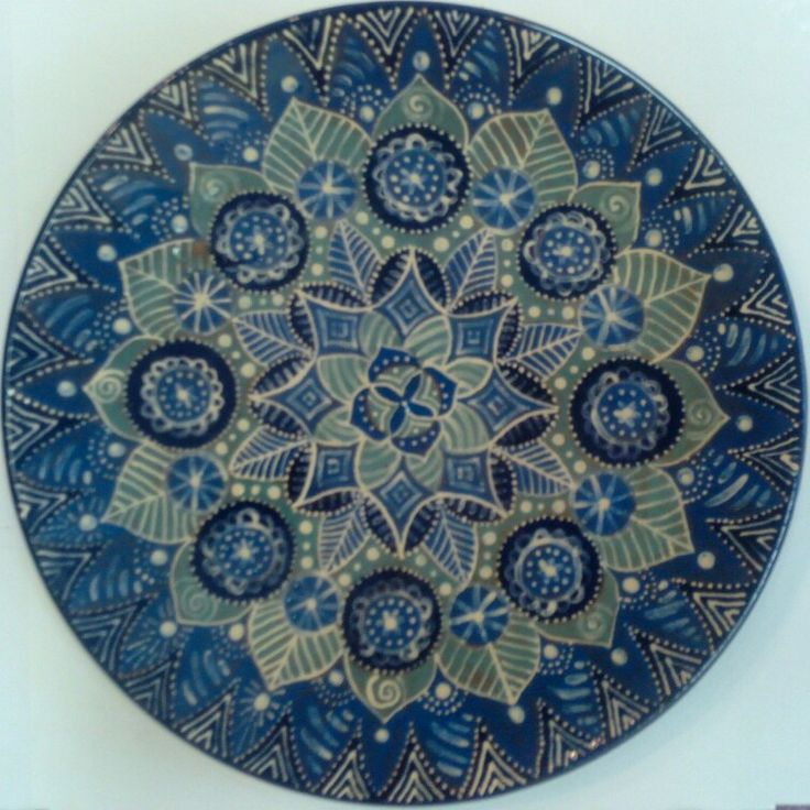 Керамическая тарелка с росписью
