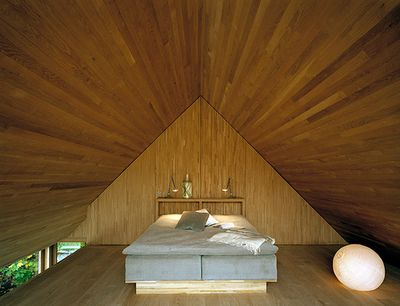 Freaky bed room!!  Not sure what to think.