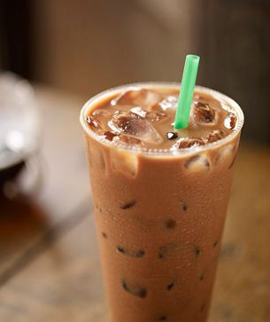 Iced Skinny Mocha Grande, nonfat milk Nutrition Facts Per Serving (16 fl oz) Calories 100Calories from Fat 15 % Daily Value* Total Fat 1.5g2% Saturated Fat 1g5% Trans Fat 0g Cholesterol 5mg2% Sodium 90mg4% Total Carbohydrate 12g4% Dietary Fiber 4g16% Sugars 8g Protein 9g