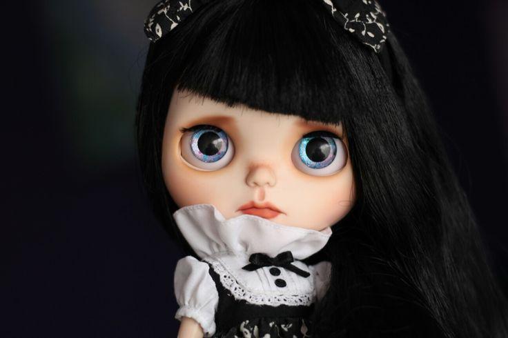 Bell by @DraBlythe for adoption  https://www.etsy.com/es/listing/523268826/bell-custom-blythe-by-dra-blythe-fake?ref=pr_shop  Blythe doll