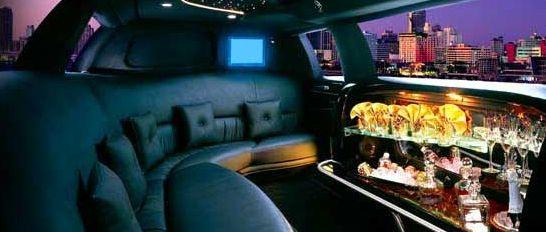 Chauffeur privé transfert festival de Cannes #LocationLimousine #FestivalCannes #LocationVoiture #LocationMinivan