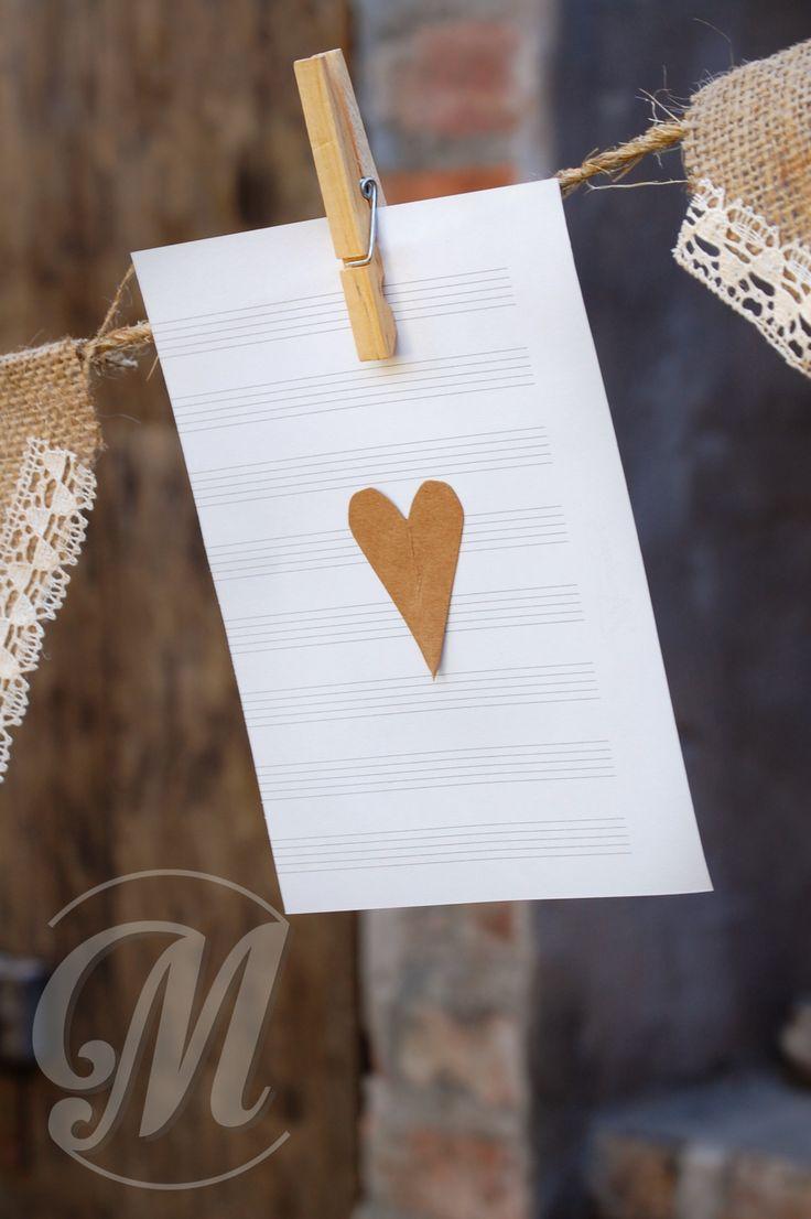 Guirnaldas papel y banderines arpillera. LOVE!