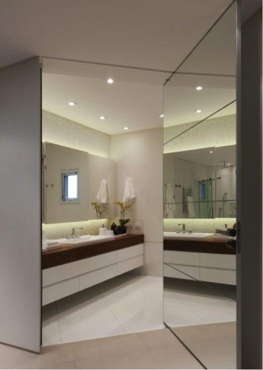 Este Espetacular Banheiro Recebeu A Porta Garda, Da Sumisura, Totalmente  Revestida Por Espelho. Luxury ApartmentsDesign BathroomWhite Bathrooms Interior ...
