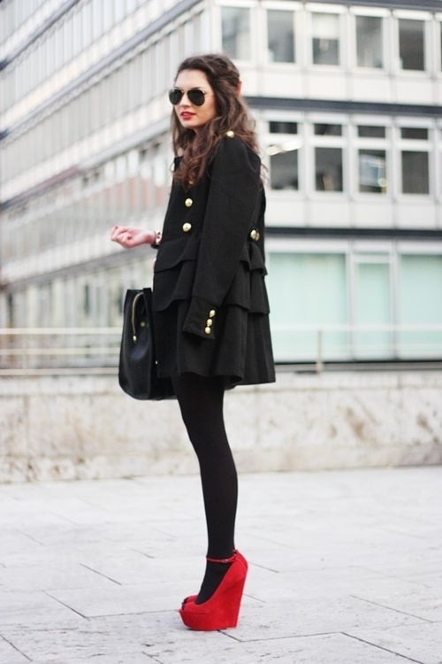 Cute: Fashion, Red Wedges, All Black, Style, Red Shoes, Red Heels, Red Lips, Black Outfit, Trench Coats