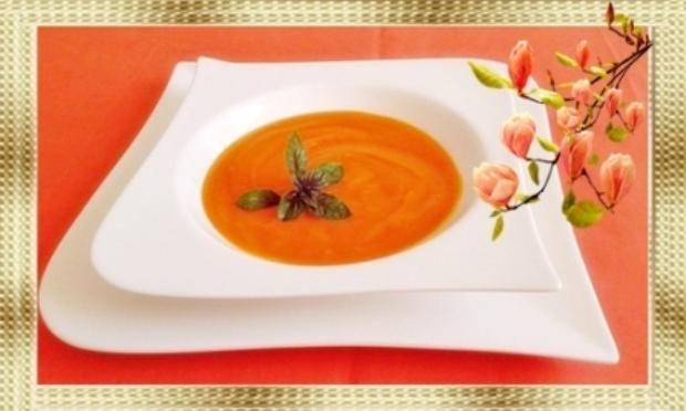 Das perfekte Pikante Hokkaido Kürbiscremesuppe-Rezept mit einfacher Schritt-für-Schritt-Anleitung: Zwiebel schälen und klein schneiden. Butterschmalz in…
