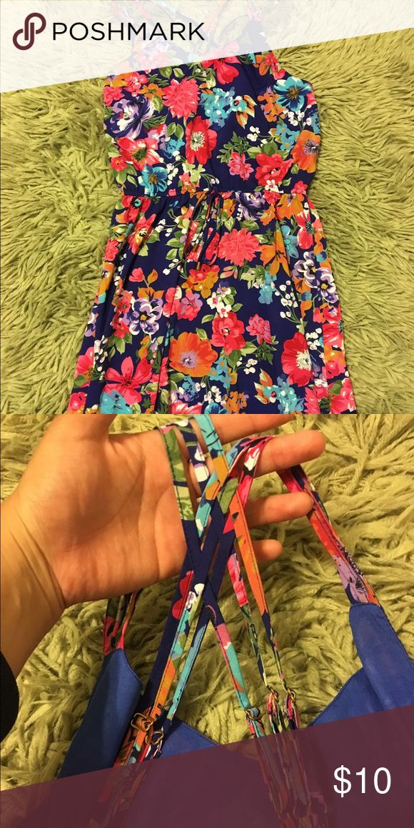 Summer dress Flowery dress with strappy back, dress goes up to knees Dresses Midi