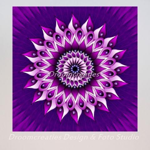 Mandala Teardrops De druppels in deze mandala symboliseren tranen. Dit kunnen tranen van verdriet zijn, maar ook tranen van geluk! Kijk in het oog, de iris van de mandala, en beleef de emotie die dit …