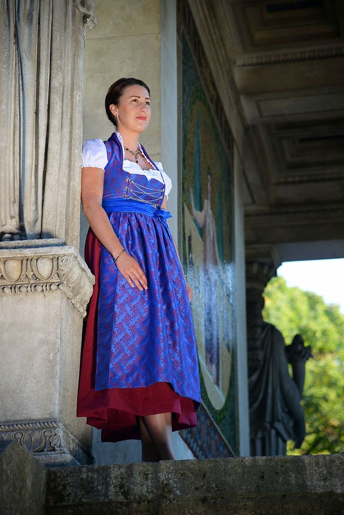 #maßgeschneidertes #Festtagsdirndl aus blau-rotem Jacquard von samsalabim.de  #Dirndl #Tracht #handmade #selfmade #Maßanfertigung #Oktoberfest #octoberfest #Wiesn #Dirndllove #Dirndlliebe #Minga #München #Bavaria