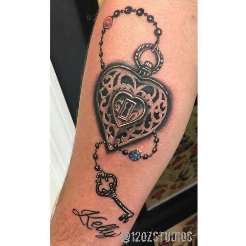 Schloss und Schlüssel Tattoo