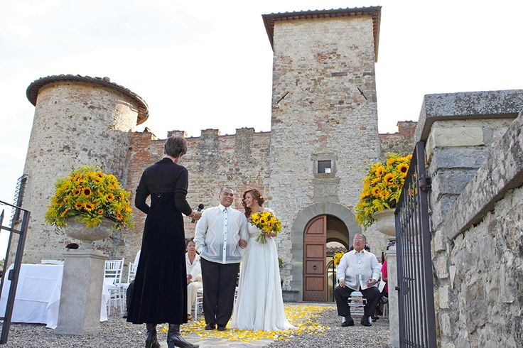 symbolic ceremony at Castello di Gabbiano, Tuscany #weddingday #weddinginflorence #symbolicceremony #bridegroom #weddingdress #weddingintuscany #weddingphotographer #tuscanphotographer #florencephotographer